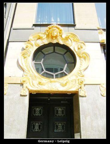 ThomasKirche_frontdoor.jpg