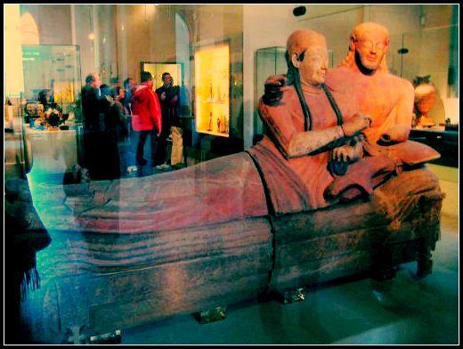 Musee louvre_Sarcophage des epoux.jpg