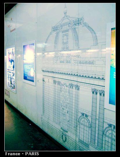 Metro_Champs-Elysees Clemenceau2.jpg