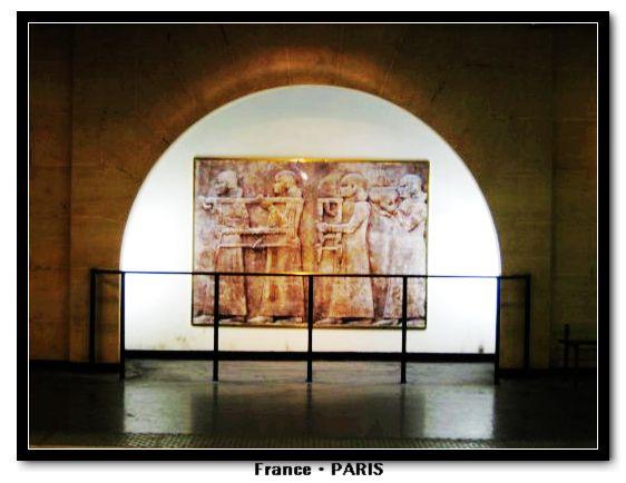 Metro_Louvre Rivoli3.jpg