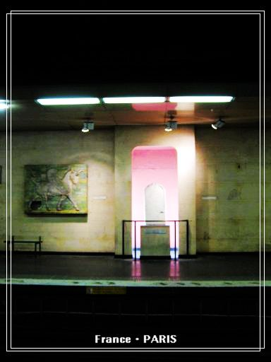 Metro_Louvre Rivoli4.jpg