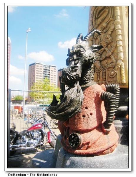Marten Toonder Monument2.jpg