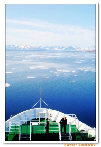 Spitsbergen_floatingice.jpg
