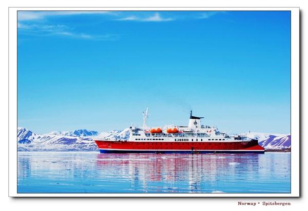 Spitsbergen_iceship.jpg