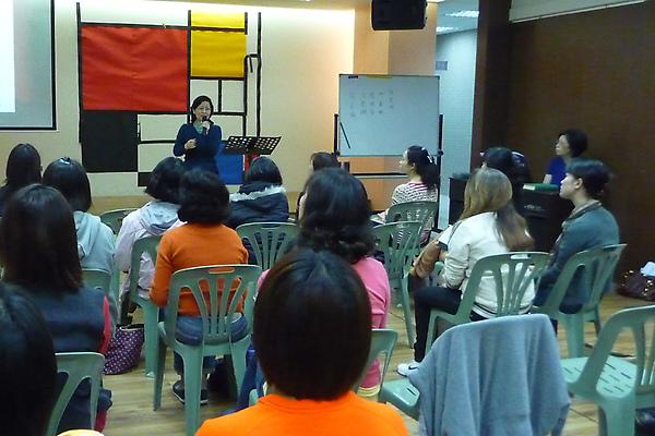 [小組聚會]20100302黃師母教導-會幕2-s.jpg