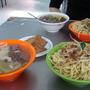 當天的炒麵跟湯及油豆腐.JPG