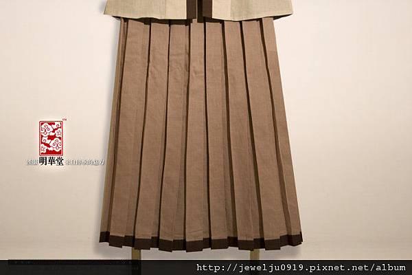 檀色麻質弓字褶圍裙01.jpeg