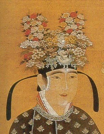 戴著一年景花冠的宮女