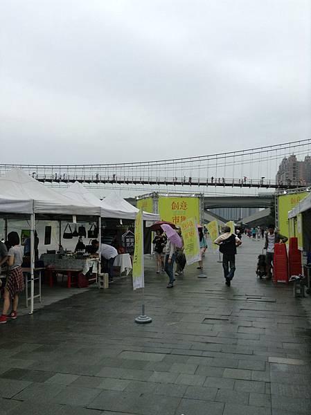 雨中的市集