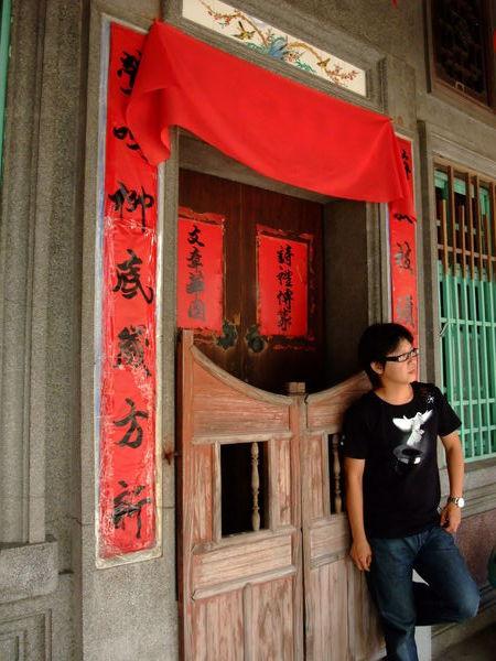 就是喜歡舊舊的門加上紅色喜氣的春聯