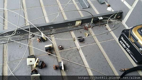 隱形鐵窗劣質品照片 (2).jpg