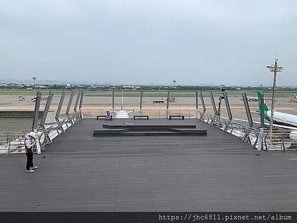 二航廈隱形鐵窗觀景台.jfif