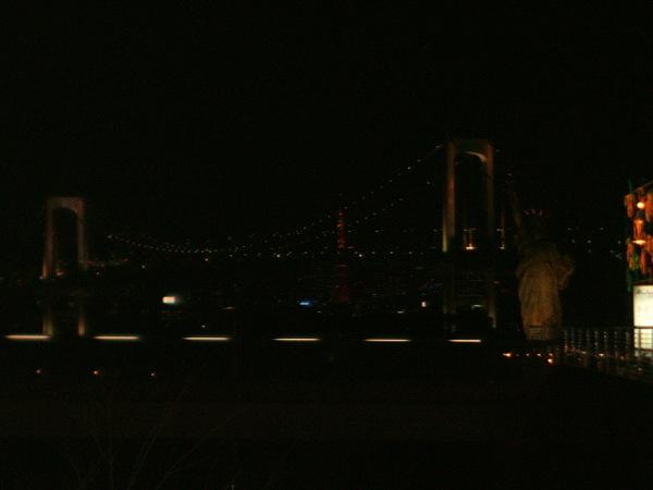 晚上的彩虹大橋