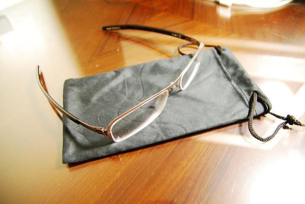 除了鳥鳥的眼鏡盒..這系列有送袋子