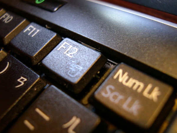 位於F12的鍵盤卡榫