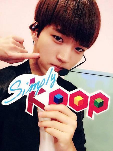 140725SimplyKpop tw03.jpg