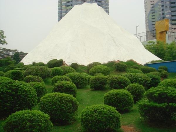 日本的富士山(看起来很假)