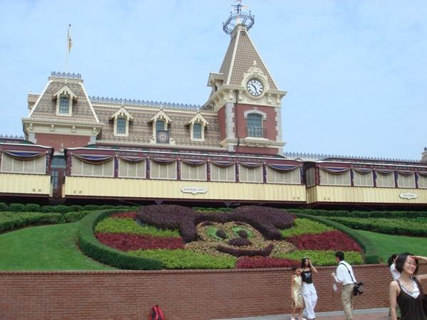 迪士尼入门口