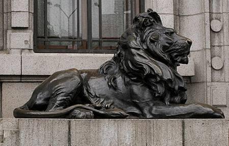 Bronze-Lion-statue_1616864a