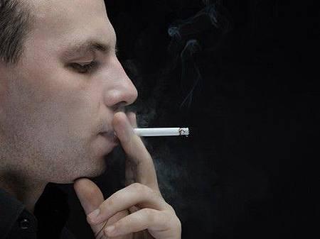室內吸菸致癌物常駐半年