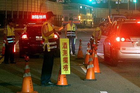 酒駕逃逸撞警車受傷 女子要求國賠遭駁回