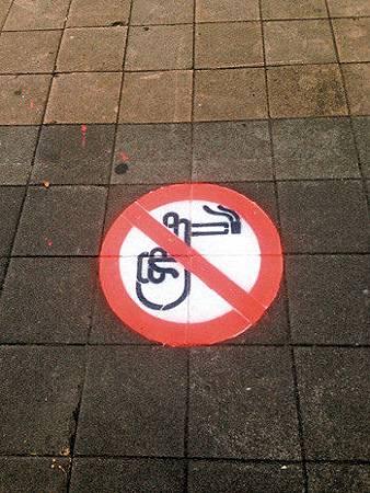 北市禁菸地貼 聽障清潔員設計的23
