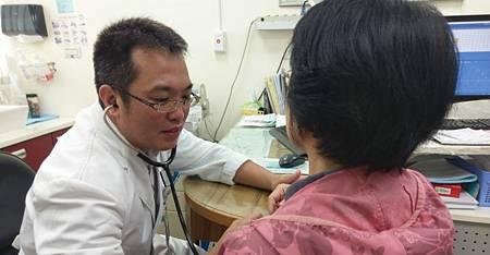 55歲婦莫名咳嗽數月 長期吸二手菸惹禍