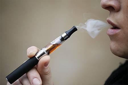 旅客請注意 遊訪泰國禁抽電子菸