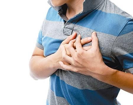 每天抽一包菸 48歲男子三條冠狀動脈全阻塞險喪命.jpg