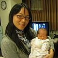 出生第6天,阿姨抱抱