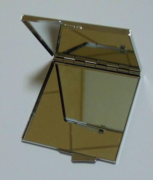 方形化妝鏡內部