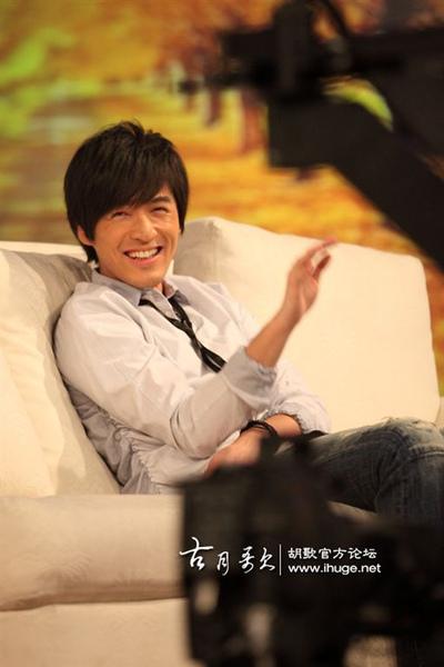 這張他笑翻了超可愛 我莫名的超愛:)
