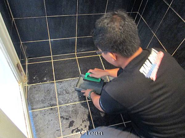 83 E Bathroom Black Tile Metope Floors Clear The Dirt