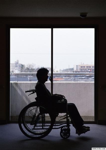 坐輪椅的奶奶.jpg