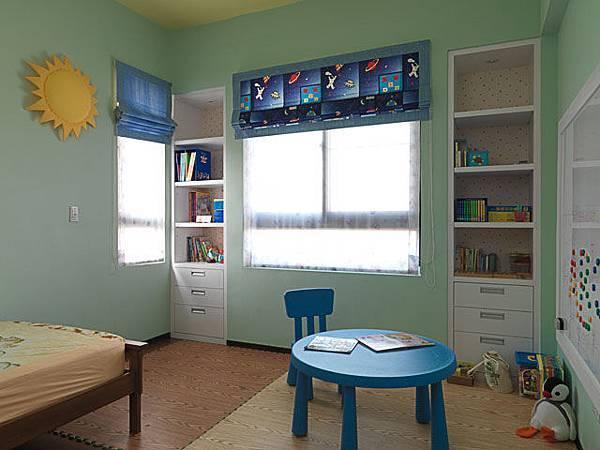 8窗簾也可以增加它的想像力.jpg