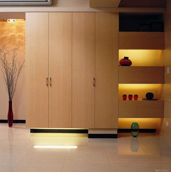 覲得-收納為主的餐具櫃
