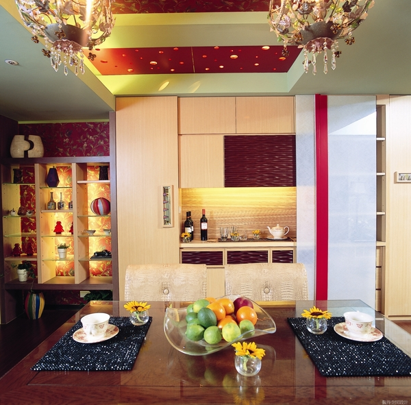 收纳展示兼具的餐具收納櫃2