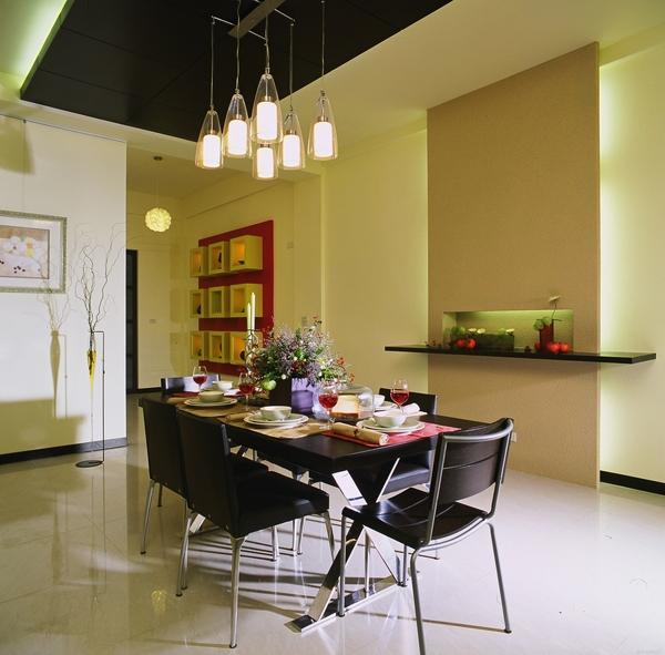 覲得-裝飾性為主的餐具櫃1