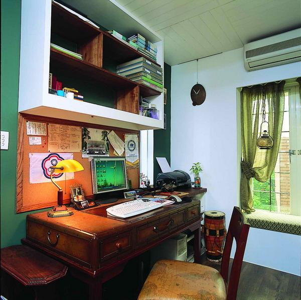 現成書桌,吊櫃,覲得.jpg
