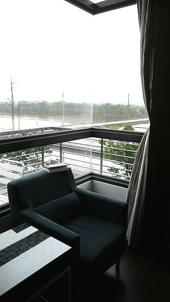 窗外景色不錯,這個位置很舒服