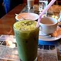 一到達就有下午茶,抹茶奶綠很好喝