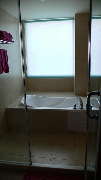 有浴缸,還不賴