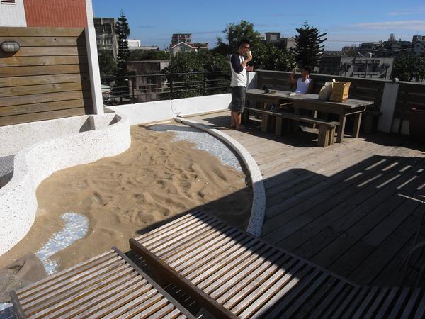 頂樓有個小沙灘