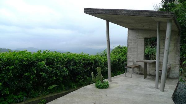 在三間度假屋下面還有這個涼亭