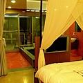 浴室跟房間之間是透明的玻璃