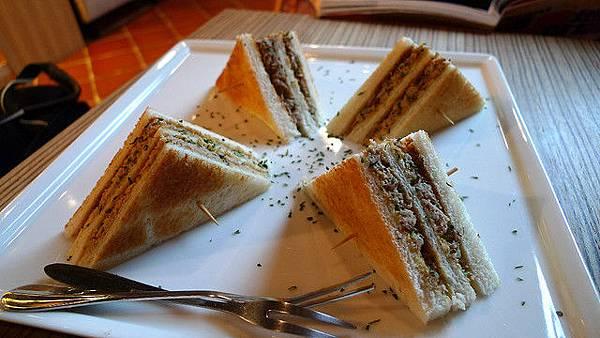 Ino cafe 鯷魚三明治