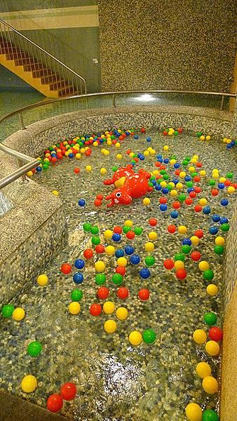 兒童戲水球池