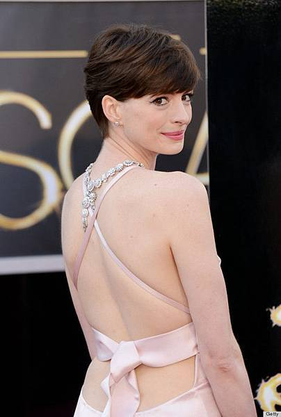 o-ANNE-HATHAWAY-OSCAR-DRESS-2013-570