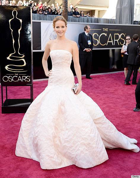 o-JENNIFER-LAWRENCE-OSCAR-DRESS-2013-570