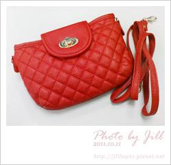 20111011_紅色菱格小包.jpg